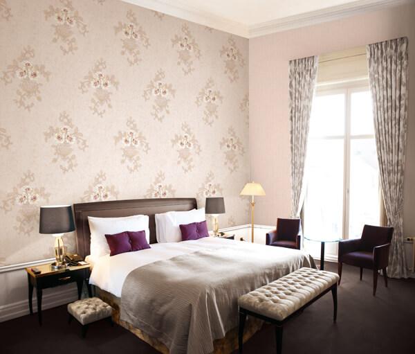 5 cách chọn giấy dán tường thích hợp cho phòng ngủ