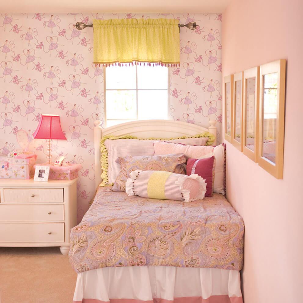Modern tastefully decorated children's bedroom