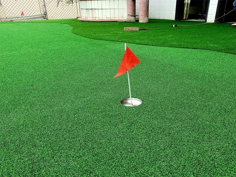 tham-co-nhan-tao-san-golf-tuyen-quang